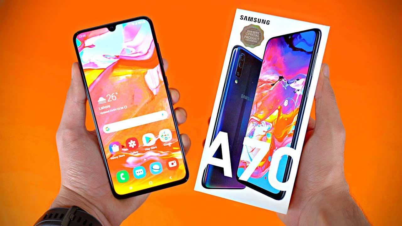 Samsung Galaxy A70 Design and Screen
